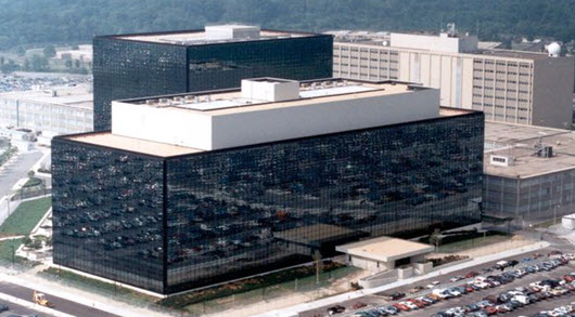 Un ex-employé de la NSA admet avoir pris des documents classifiés