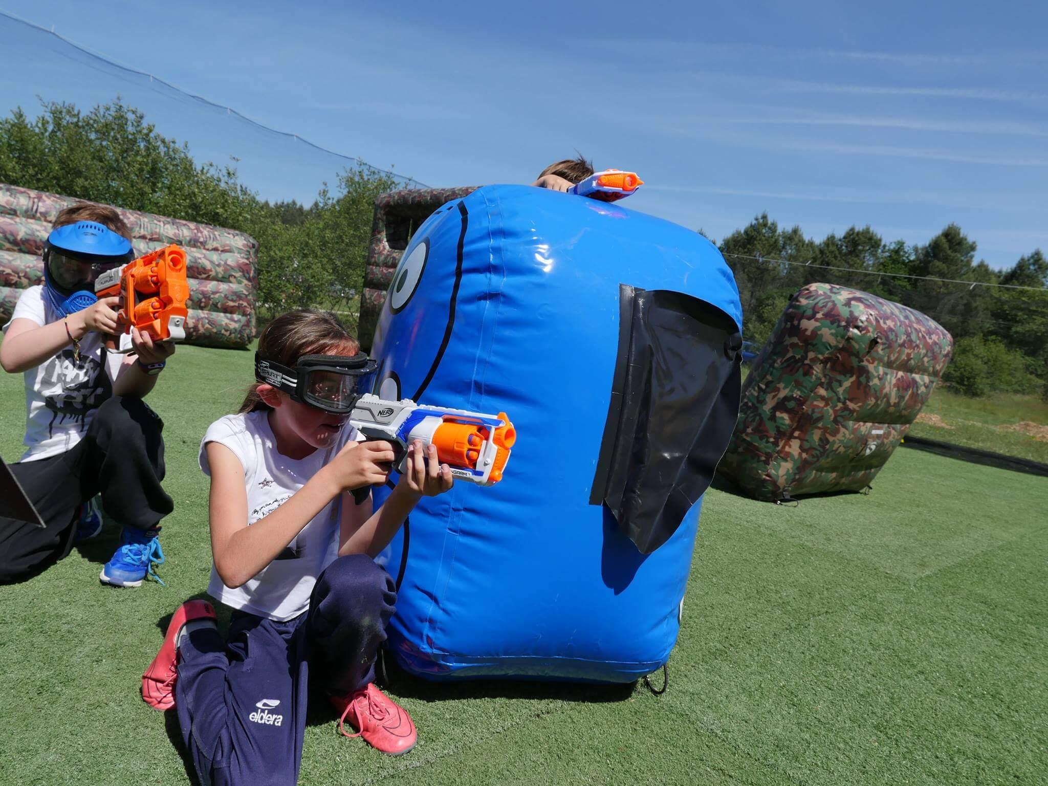 jouer avec vos enfants avec les pistolets Nerf