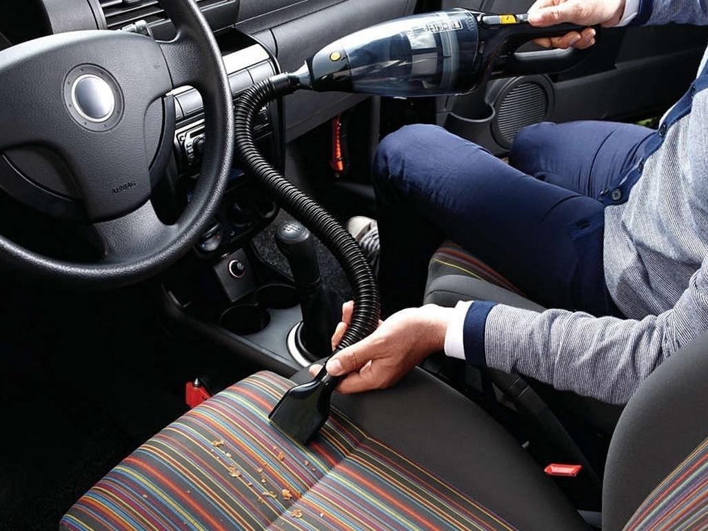 L'aspirateur pour voiture et ses accessoires