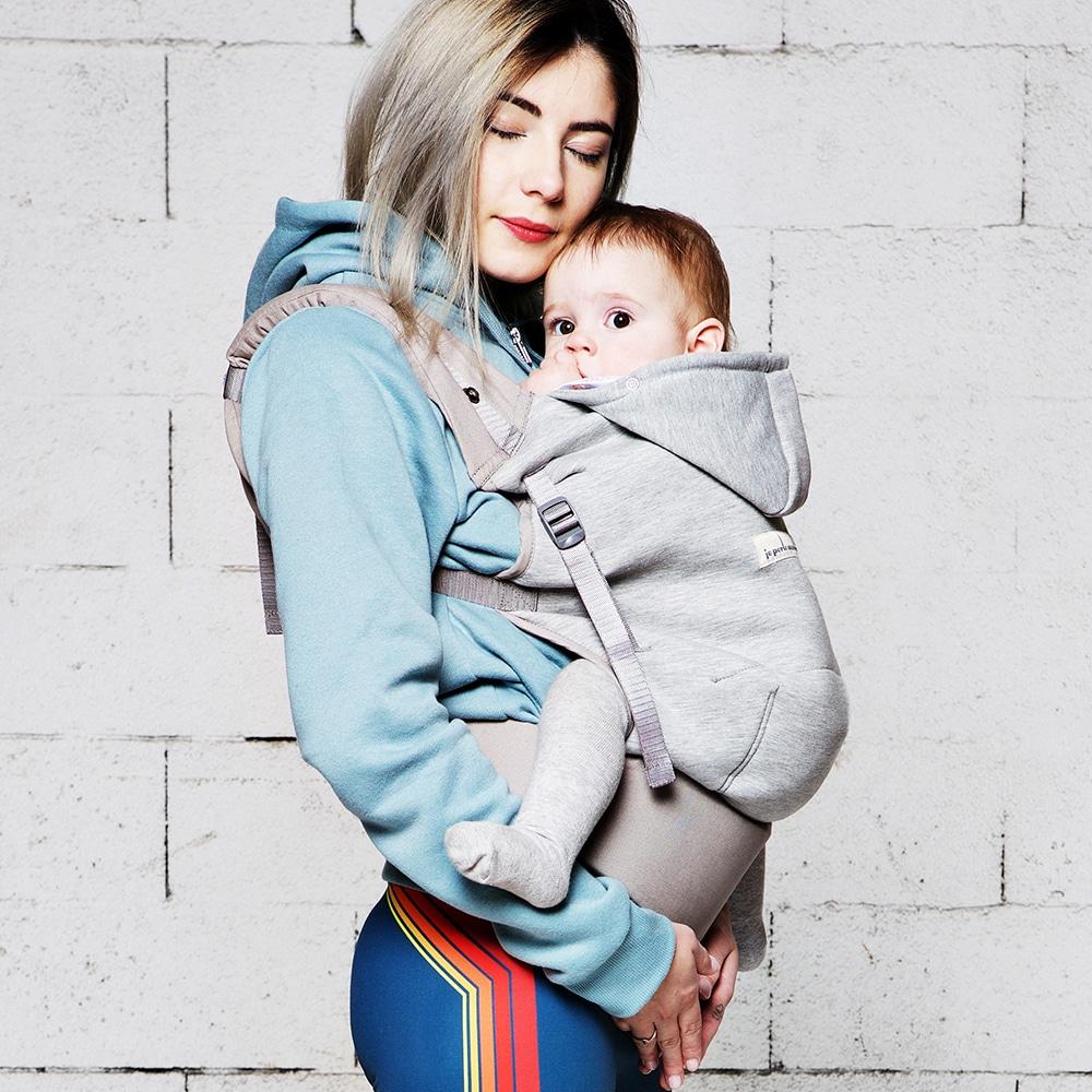 Avoir les mains libres en portant son bébé