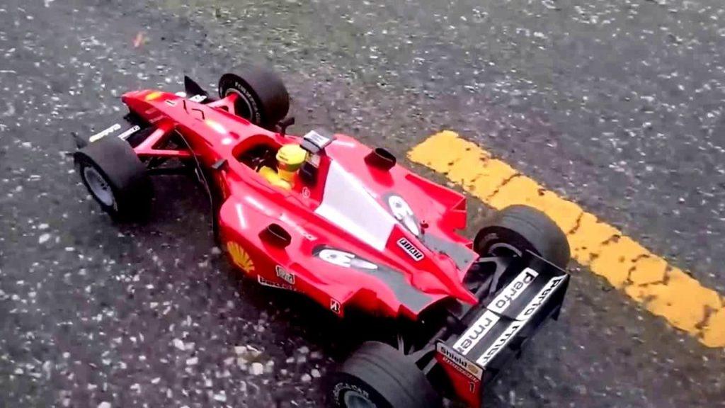 Une voiture F1 télécommandée