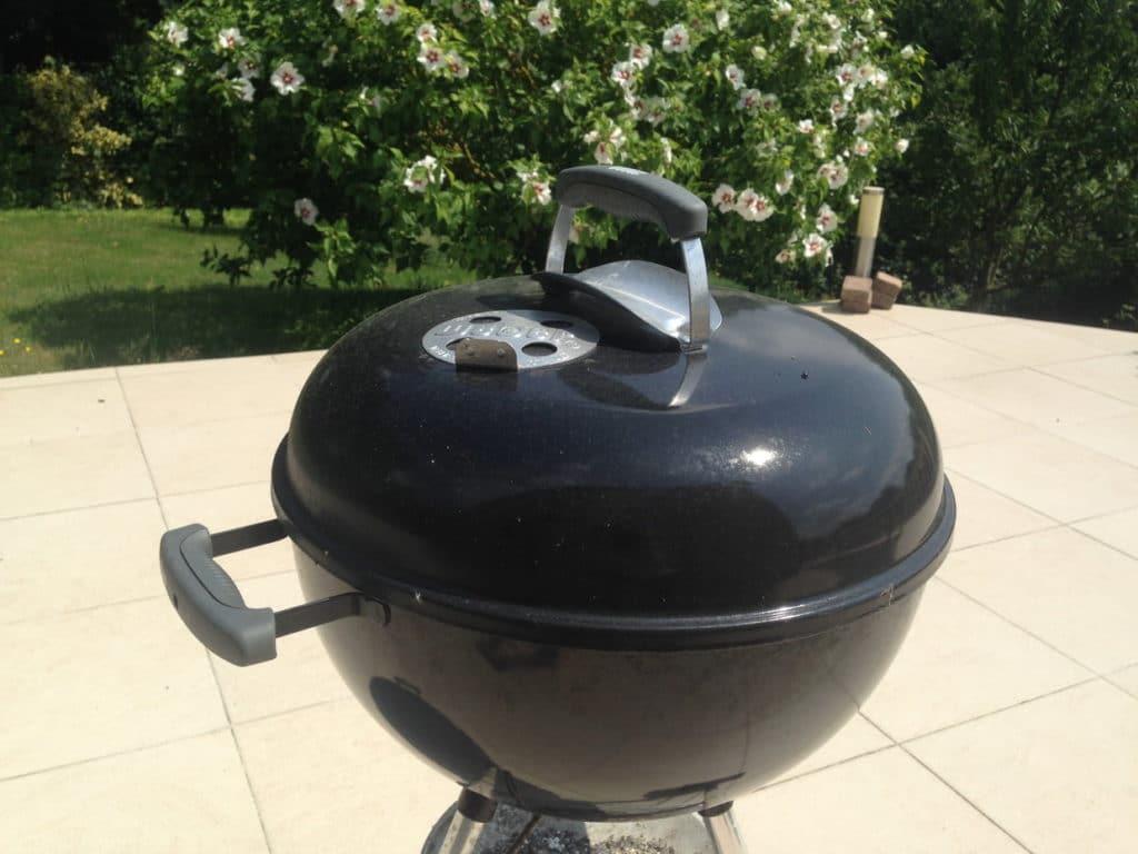 Le barbecue à charbon Weber
