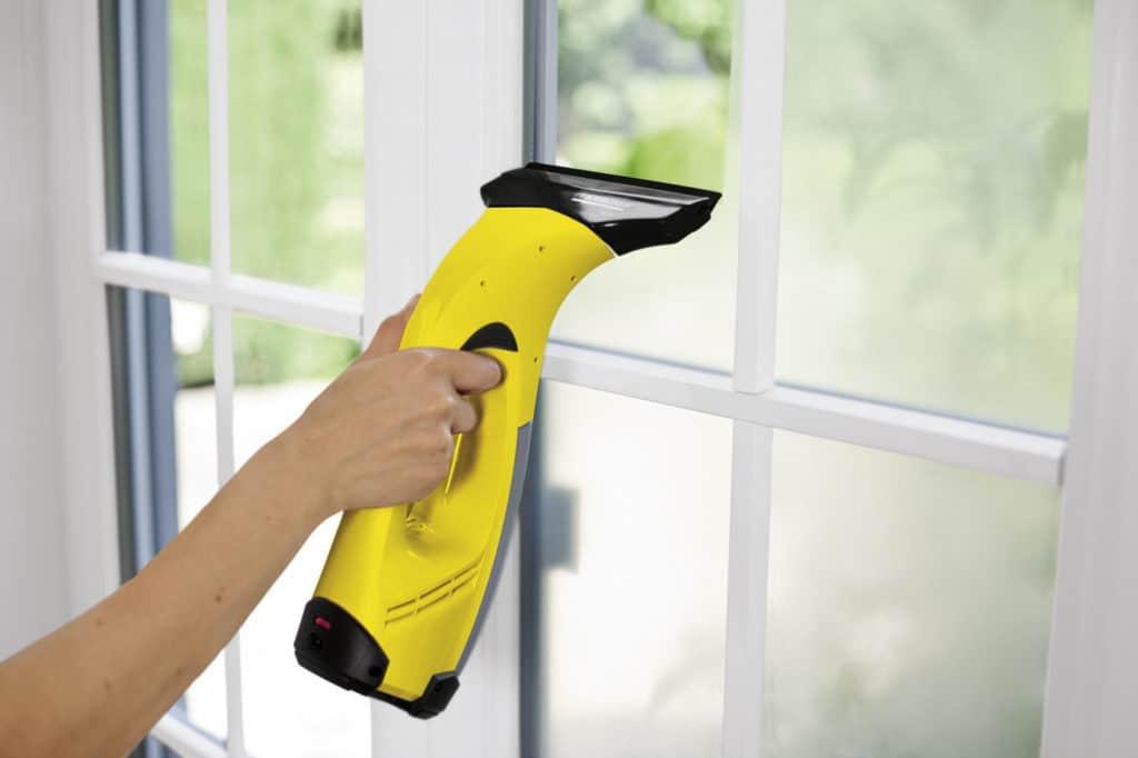 Le nettoyeur de vitres