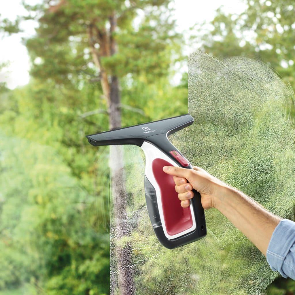 Zoom sur le nettoyeur de vitres