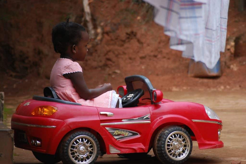 Zoom sur la voiture électrique pour enfant