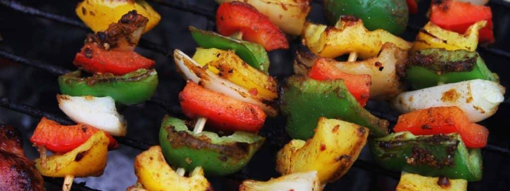 Brochettes d'aubergines et poivrons grillés