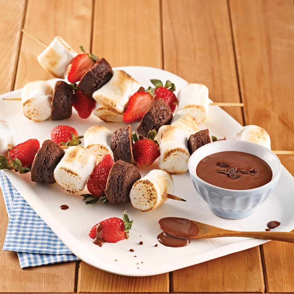 Brochettes de guimauves et de fraises