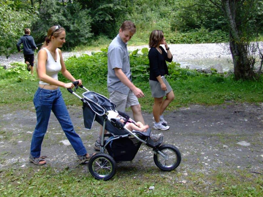 Les bonnes astuces pour faciliter les promenades avec bébé
